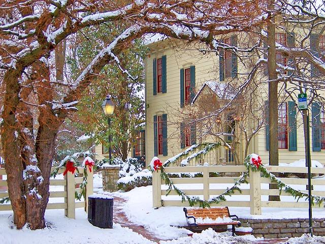 Как украсить свой дом и двор к Рождеству 01