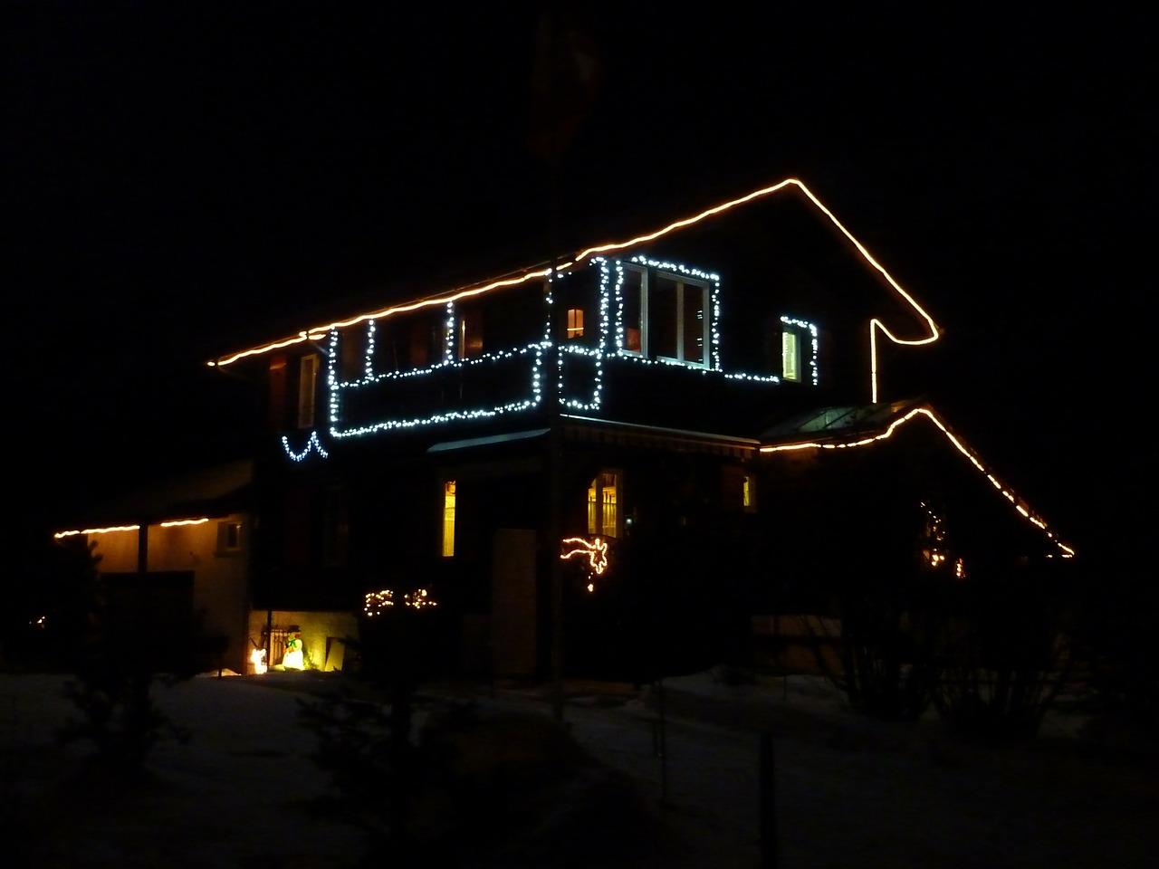 Как украсить свой дом и двор к Рождеству 5