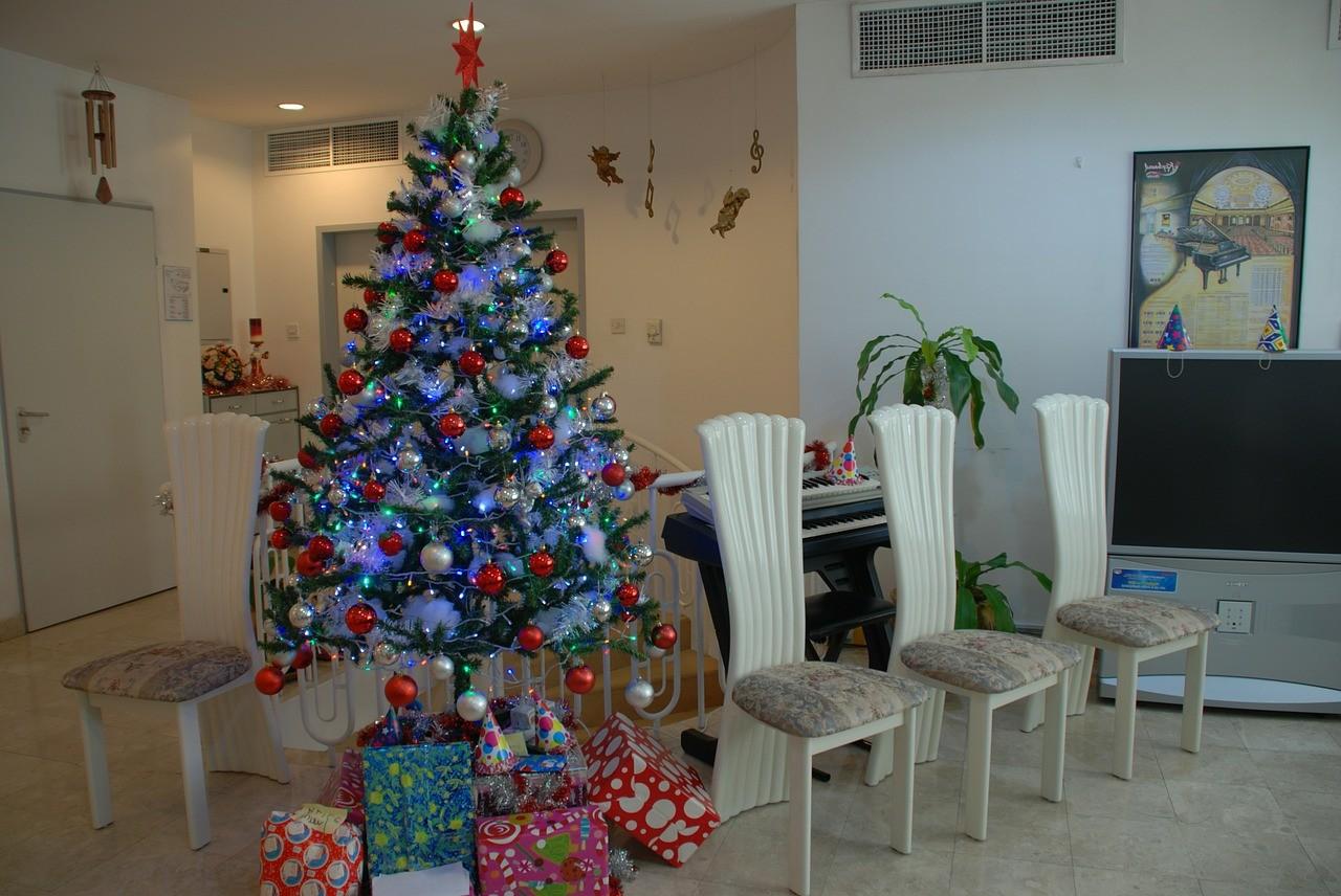 Как красиво нарядить елку к Новому году и Рождеству