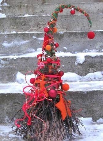 оригинальная креативная елка из веток своими руками