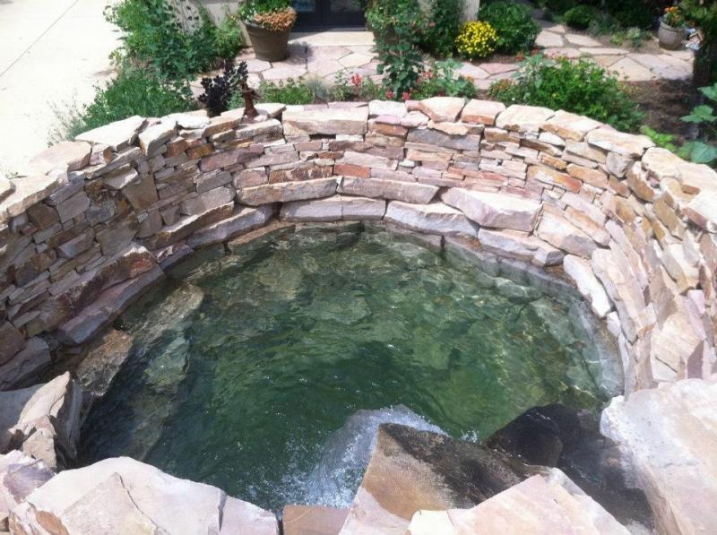 камни для отделки пруда