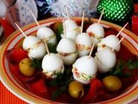 Фаршированные перепелиные яйца с семгой
