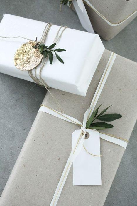 Как упаковать подарок на Новый год своими руками 11