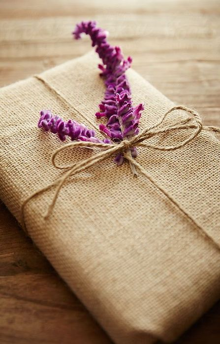 Как упаковать подарок на Новый год своими руками 14