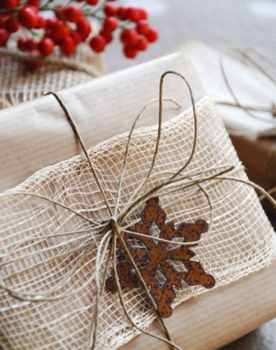 Как упаковать подарок на Новый год своими руками 15