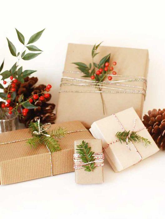 Как упаковать подарок на Новый год своими руками 19