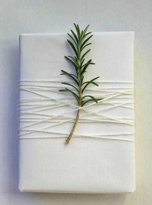 Как упаковать подарок на Новый год своими руками 21