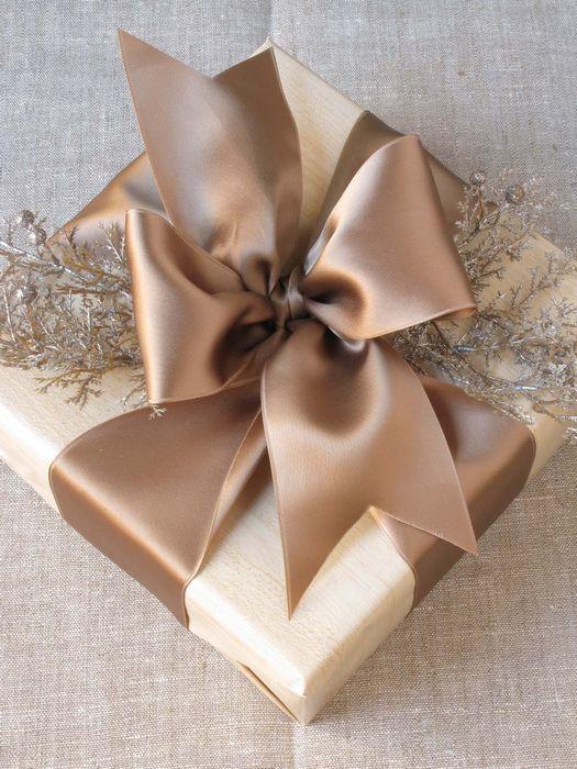 Как упаковать подарок на Новый год своими руками 23