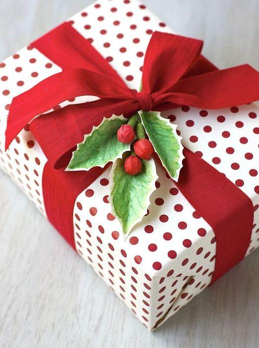 Как упаковать подарок на Новый год своими руками 25