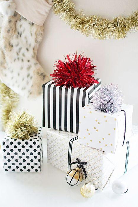 Как упаковать подарок на Новый год своими руками 26