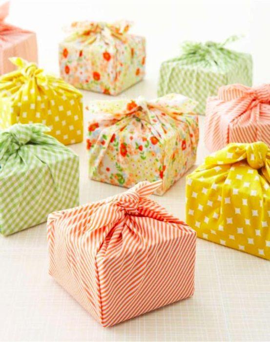 Как упаковать подарок на Новый год своими руками 5