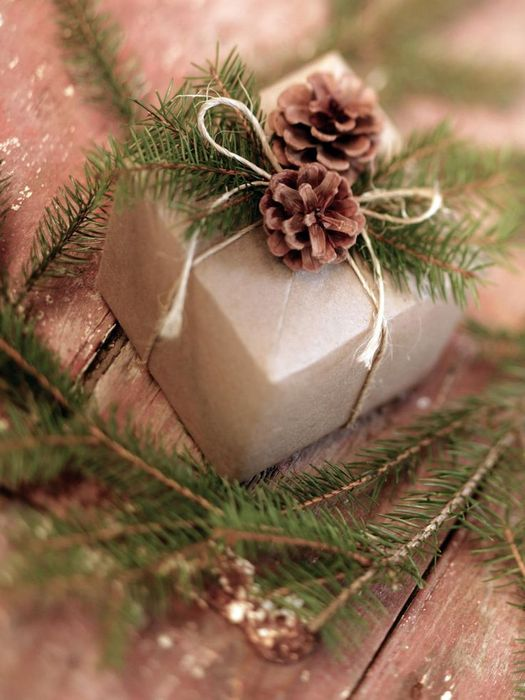 Как упаковать подарок на Новый год своими руками 8