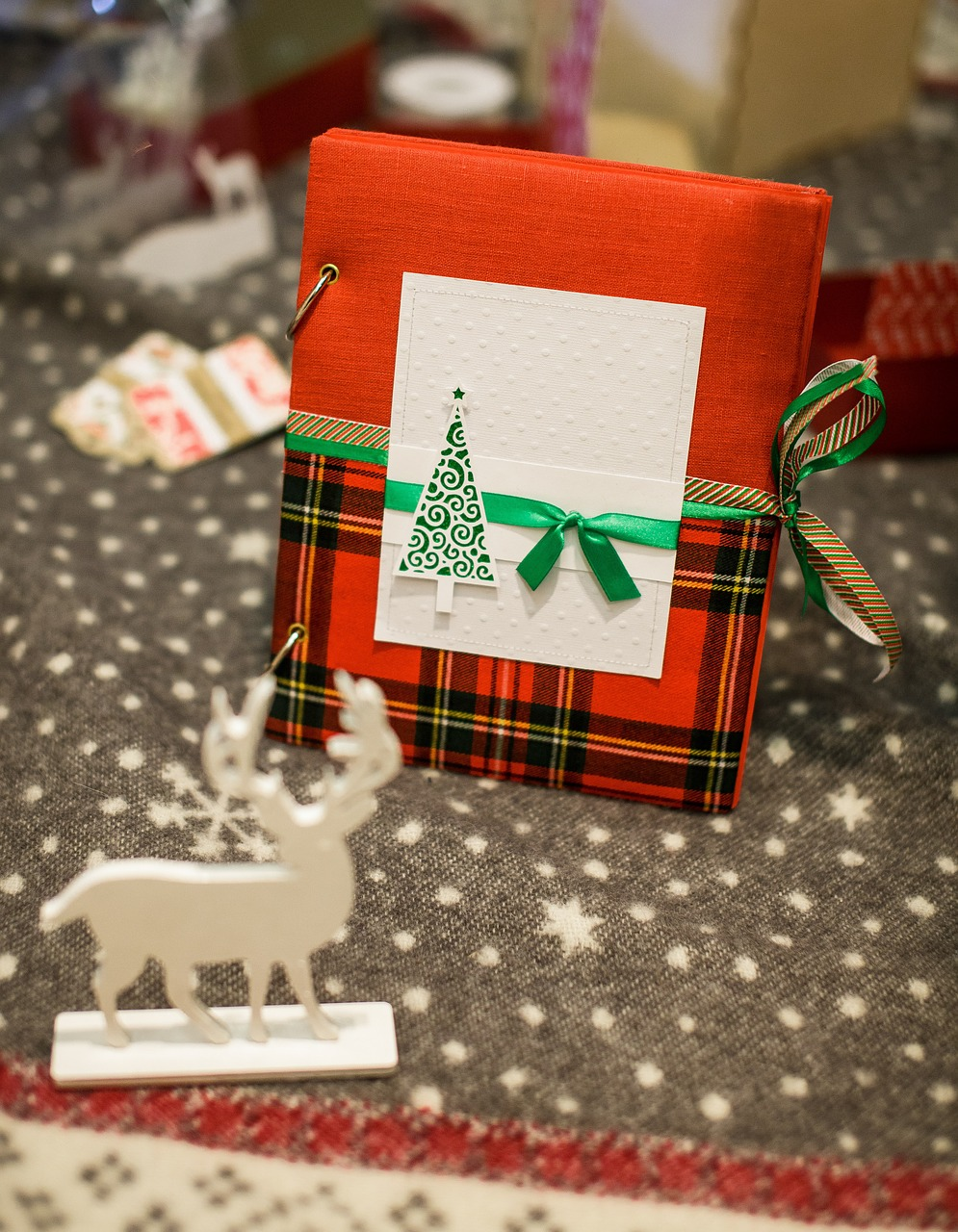 Как упаковать подарок на Новый год и Рождество 3