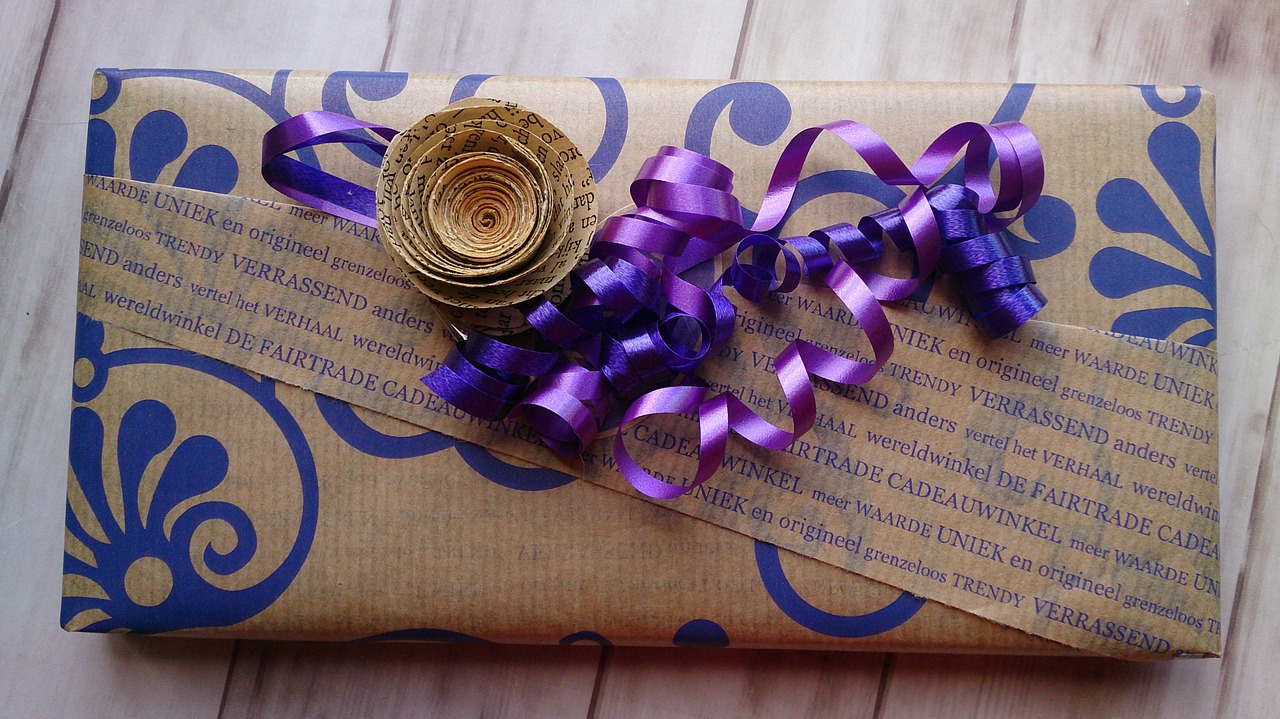 Как упаковать подарок на Новый год и Рождество 5
