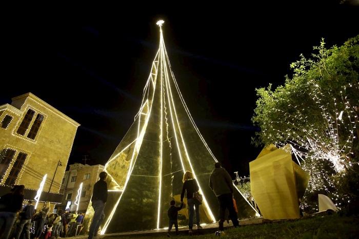 елки в мире ливан