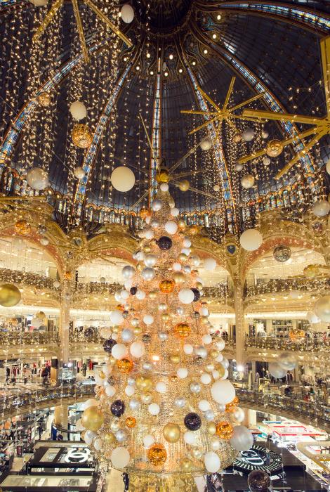 елки в мире париж
