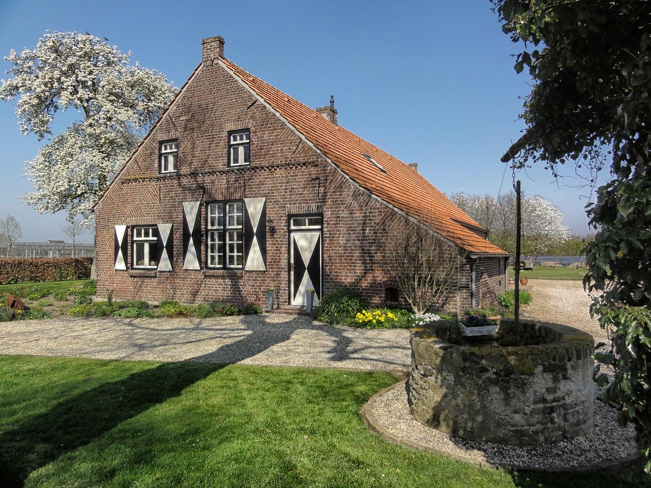 домик в деревне весной фото 1
