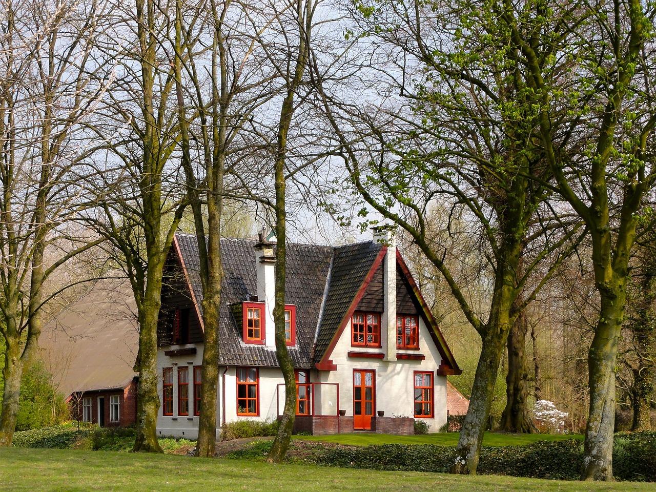 домик в деревне весной фото