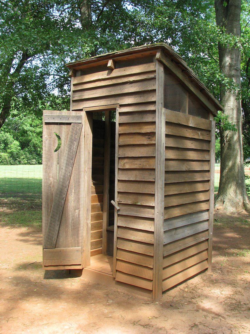 Как построить туалет из досок своими руками