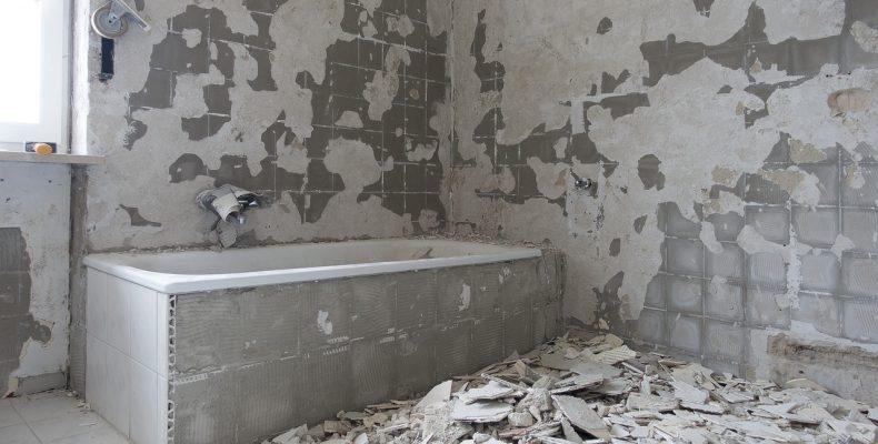 Как смыть побелку с потолка и стен? Подробное руководство