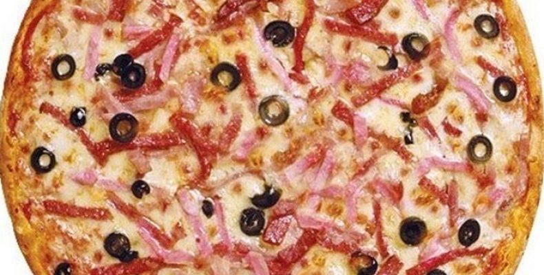 Домашняя пицца с охотничьими колбасками