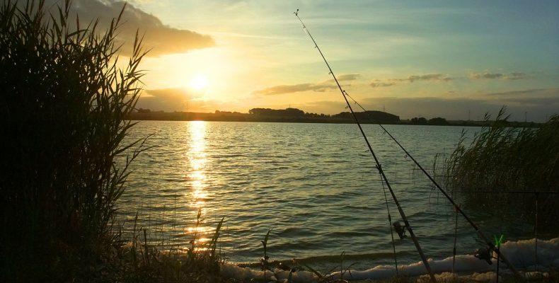 Рыбалка осенью на реке